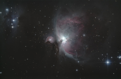 M42 - Nebulosa di Orione e, in alto a sinistra, la Nebulosa Running Man (Sh2-279)